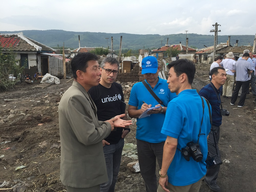Murat Sahin and UNICEF colleagues assess the damage