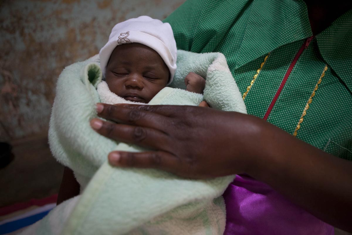 Peggy Maswanganyi and her baby Hlamlani in Mtsetweni, South Africa. The family receives a grant of R350 [$24 USD] per month, which has been critical in helping Peggy care for Hlamlani.