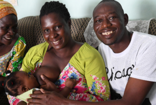 Dear dads, here's 10 ways you can support breastfeeding