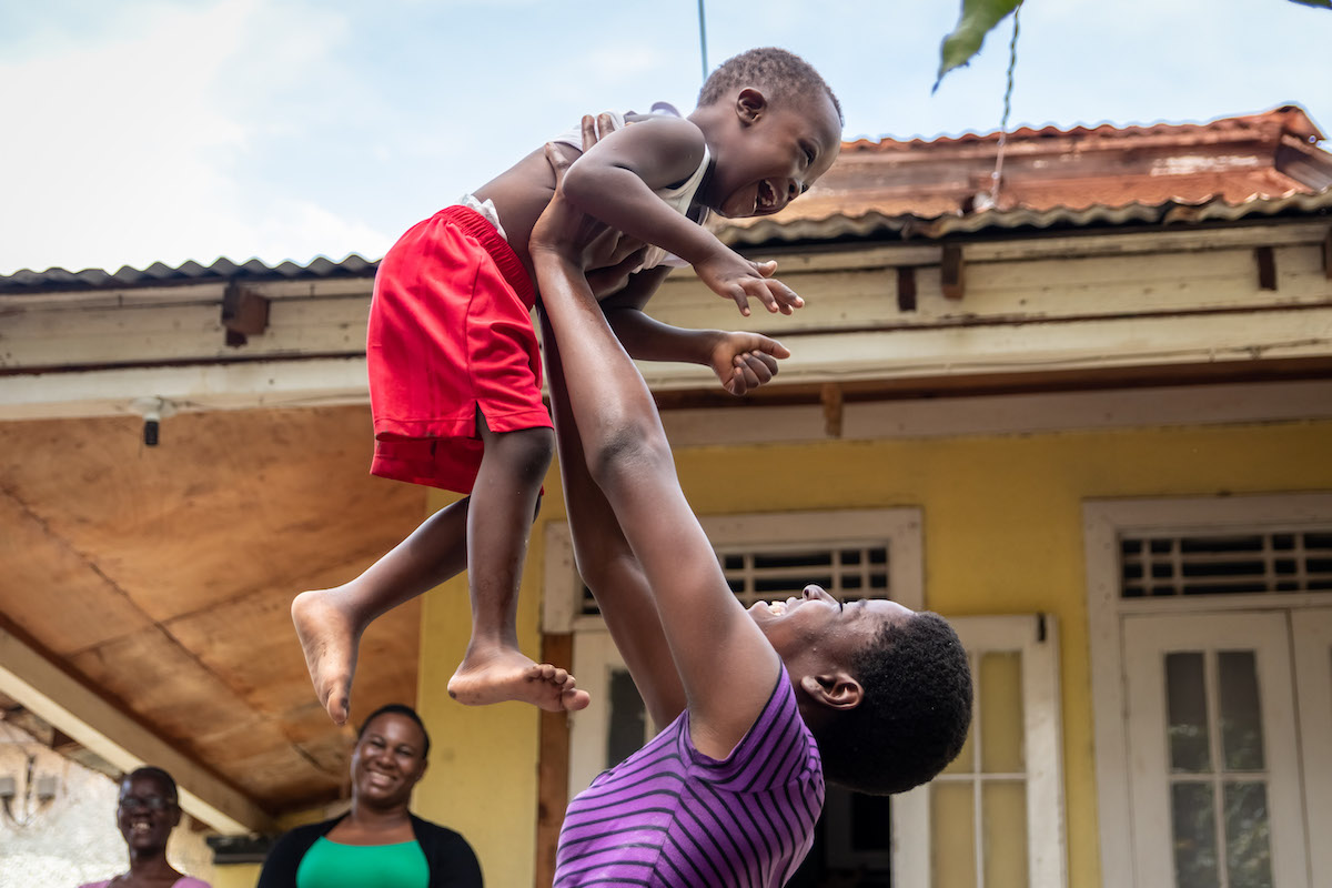 Photograph of Tajae Williams playing with her son Tajorie, aged 3.