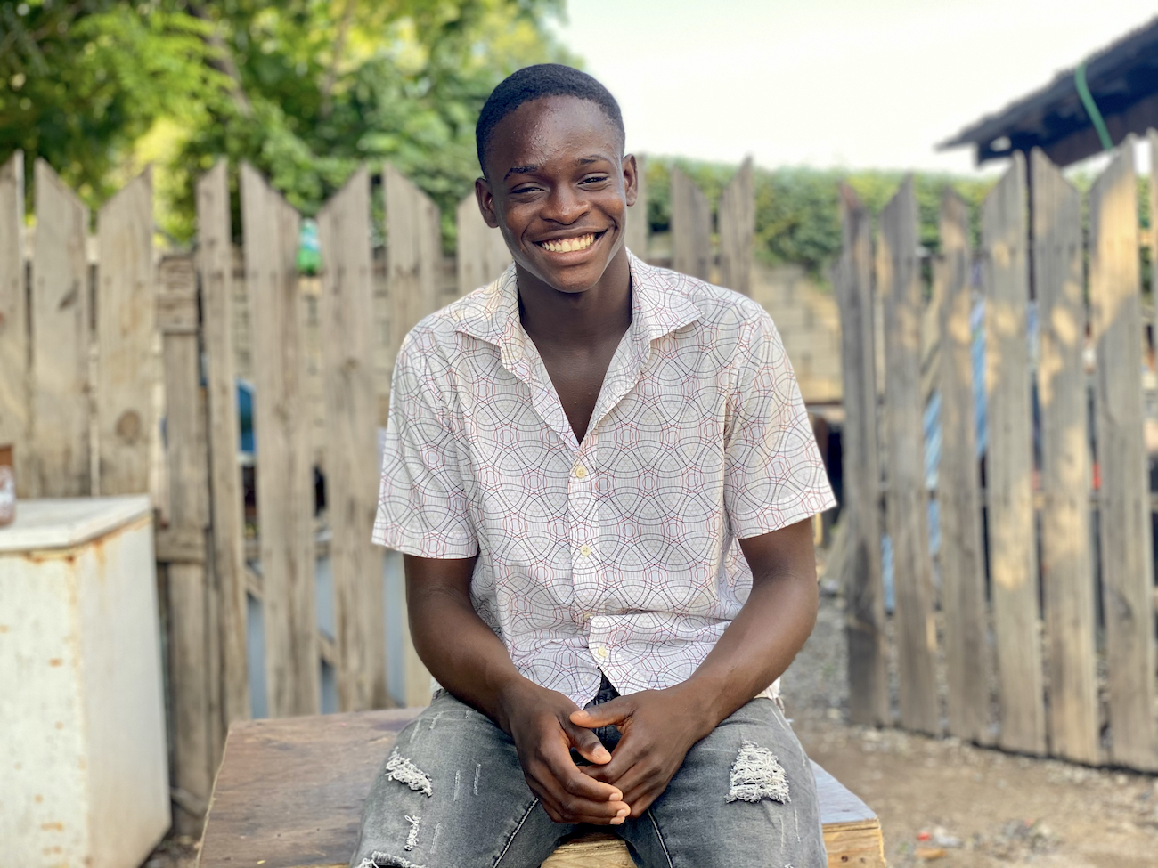 Photograph of Damoie Byfield, aged 16, at a community centre where he receives mentoring under the UNICEF/Peace Management Initiative (PMI) Behavioural Mentorship Programme, near to his home in Kingston, Jamaica.