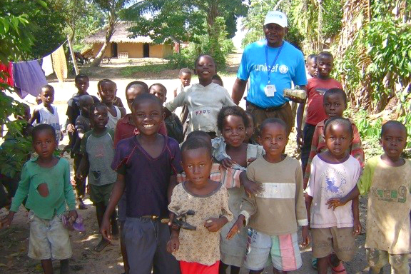 The village children coming back with our driver. ©UNICEF/2014/Anne Cecile Vialle