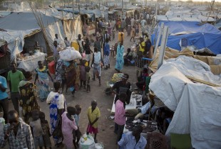 Displaced people taking shelter at the UNMISS base in the city of Malakal.