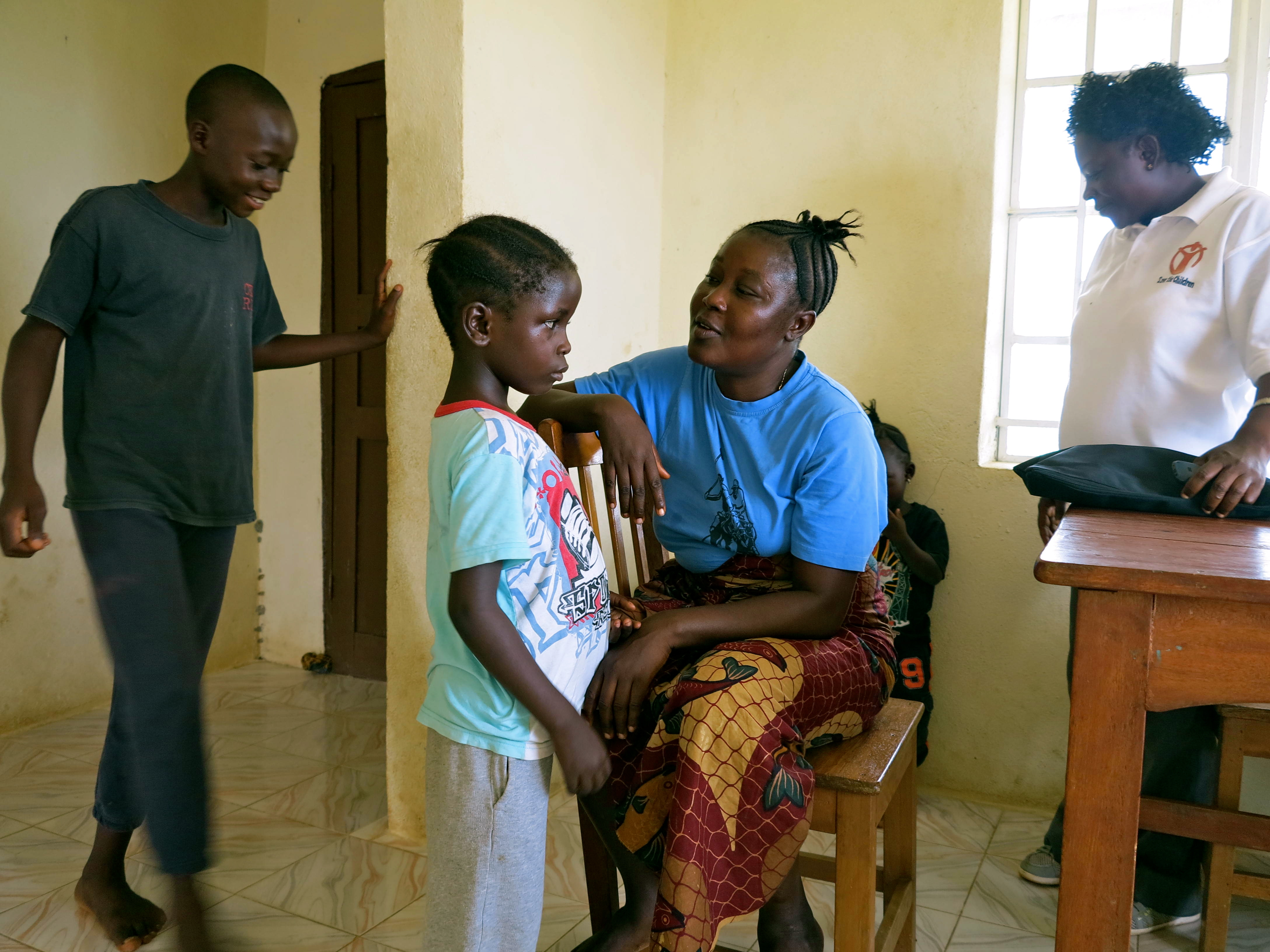 Hawa and Fattu provide support to Rose and Francis in the half way house. (c) UNICEF Sierra Leone/2014/Dunlop