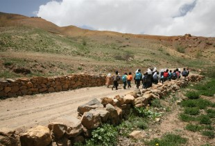 amiyan, Afghanistan: children make a long journey to continue their education.