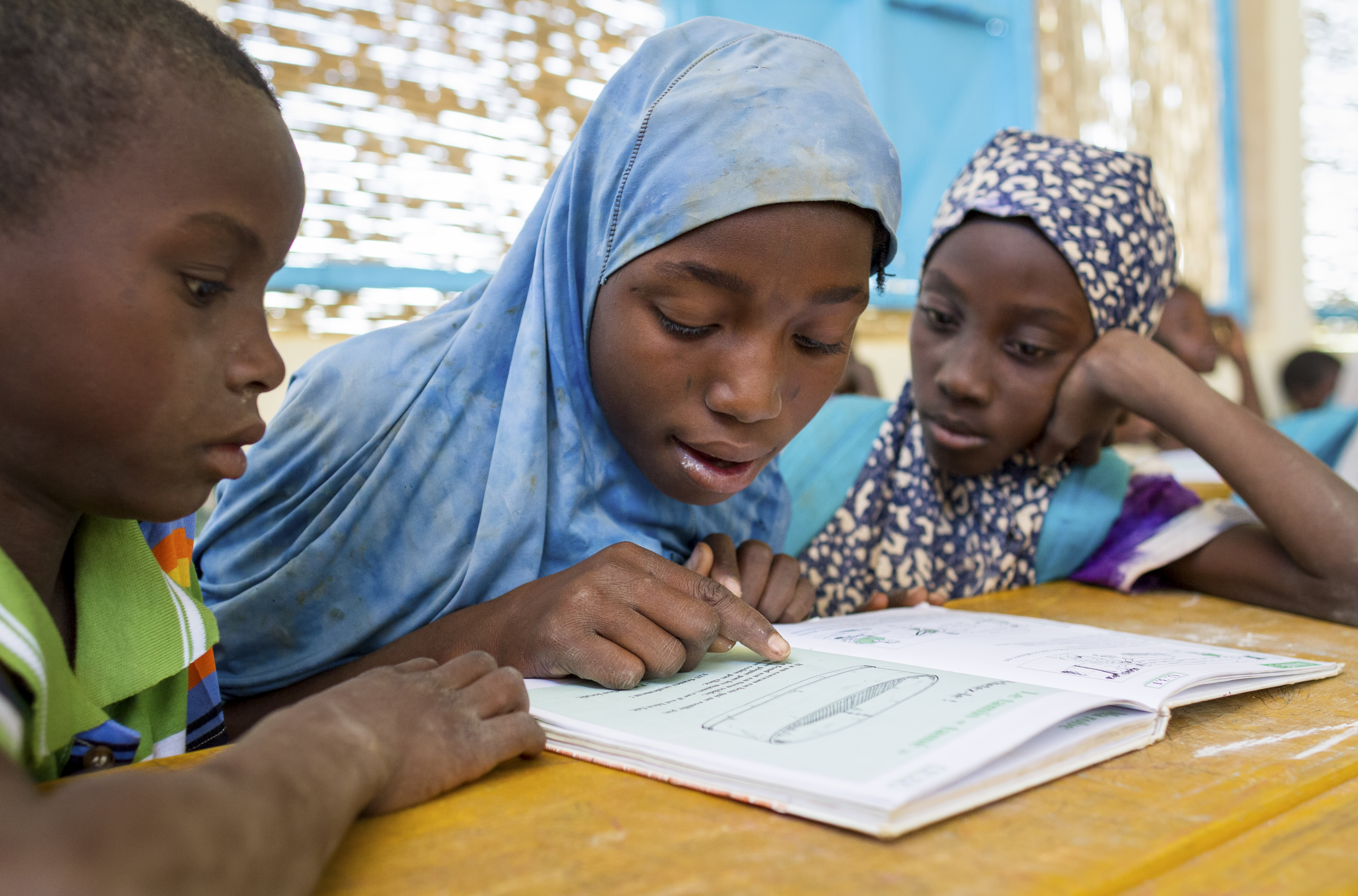In 2012, when floods struck Niamey, Niger, Rashida (in blue) and her family were among the 8,000 people who were displaced. To ensure that there was no delay in the children returning to school, UNICEF and partners raised 12 emergency education tents at a nearby school.
