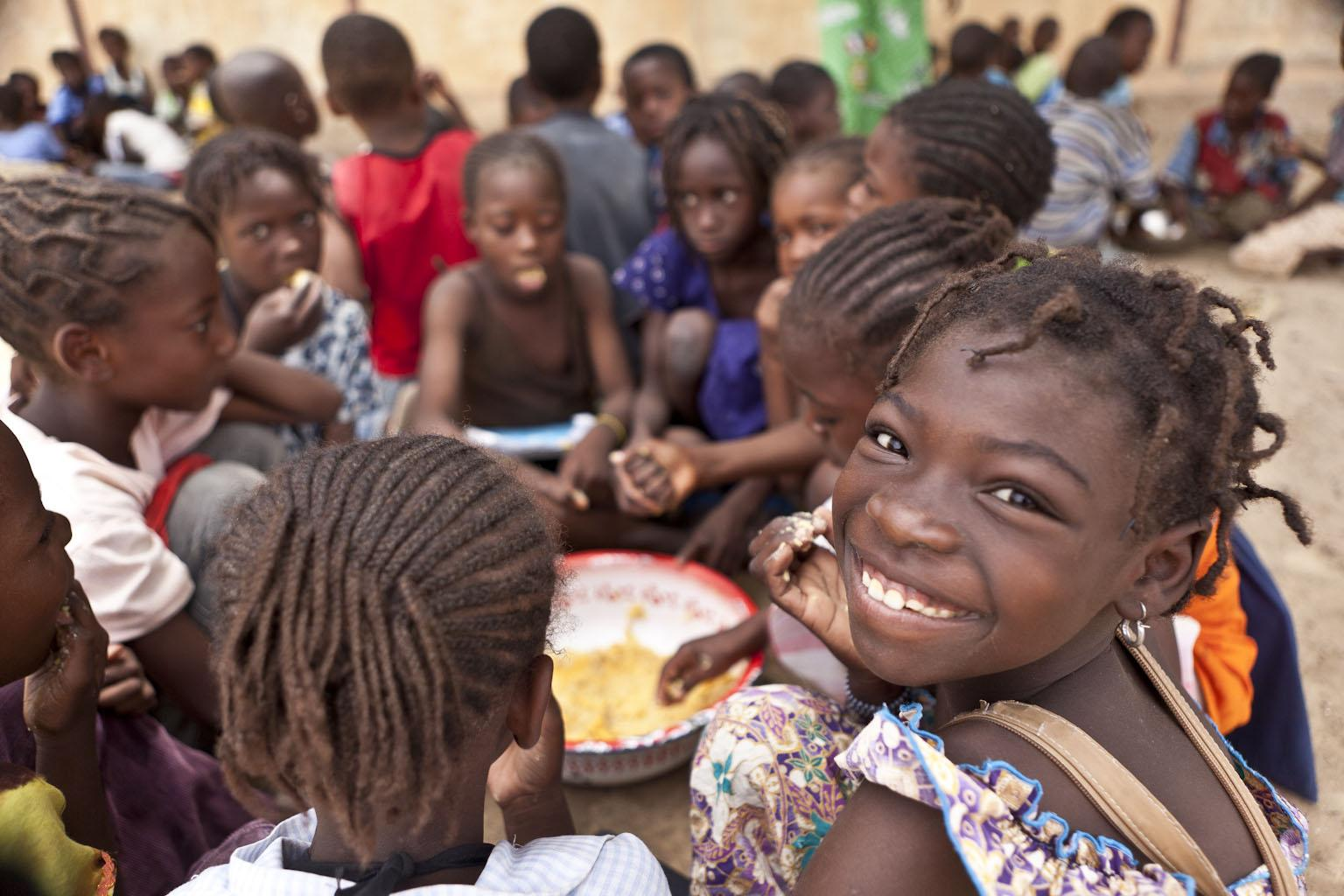 Children in Mali eat the midday meal offered at their school.