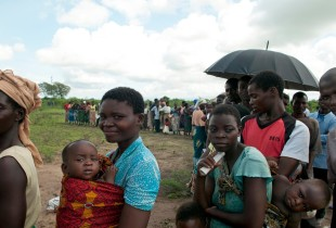 On 16 January, arriving families wait in line for access to basic health services at the Sekeni II camp for people displaced by the flooding in Chikhwawa District. On 16 January, arriving families wait in line for access to basic health services at the Sekeni II camp for people displaced by the flooding in Chikhwawa District.