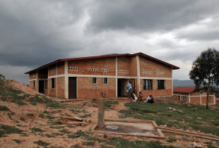 Far from the electric grid, health centers in Burundi often rely on other sources of energy Photo