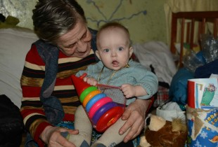 A grandmother and grandchild currently living in a bomb shelter in Donetsk.