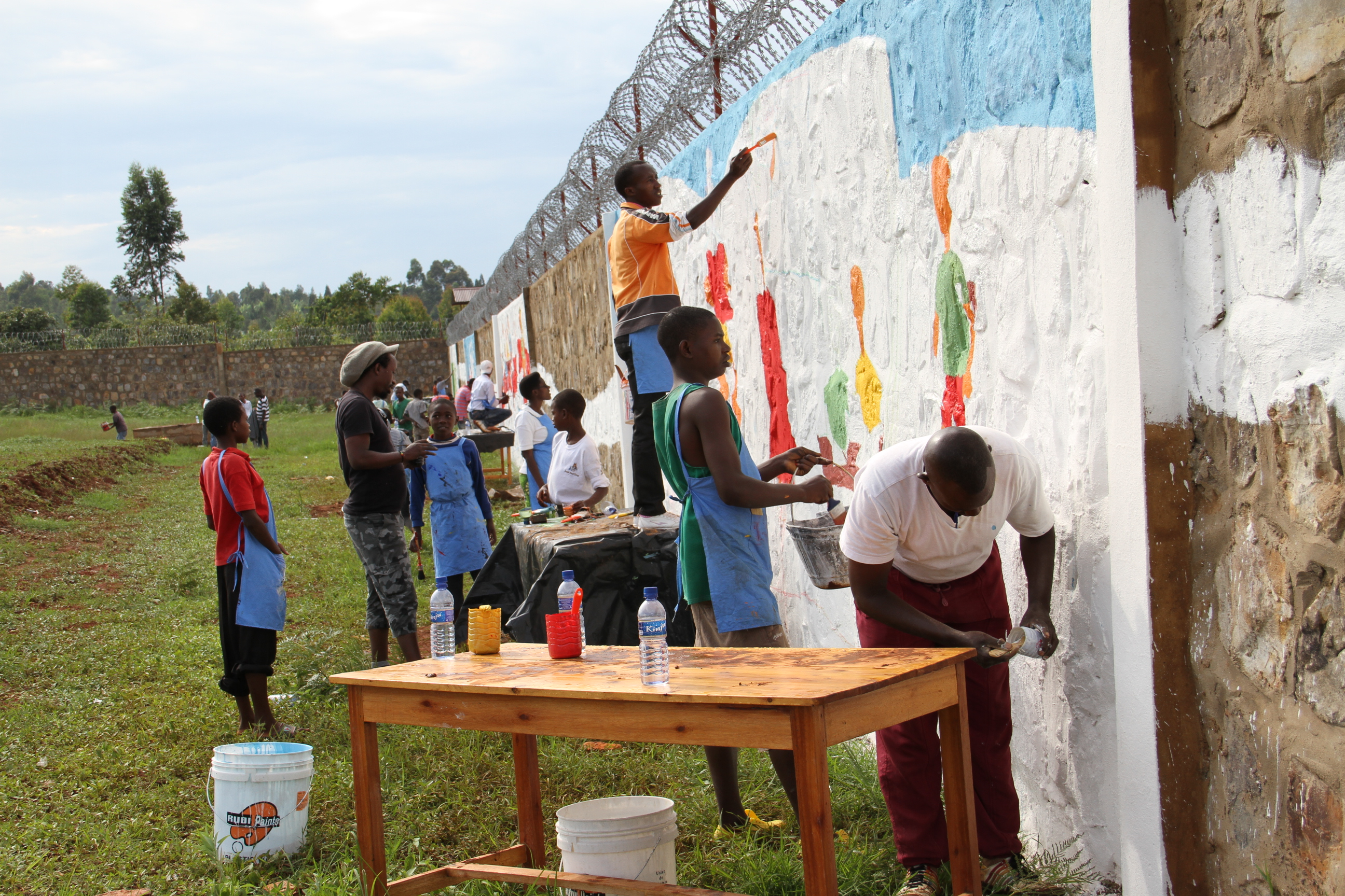 A group of children, including children in conflict with the law, create frescoes on A Better World for Children on the brand-new reeducation center in Ruyigi.