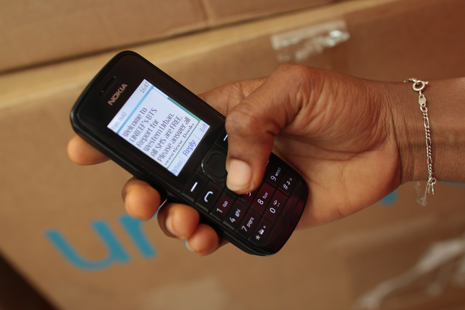 UNICEF monitored the reopening of schools in Sierra Leone using a system based on Rapid Pro SMS. (c) UNICEF / 2015 / James