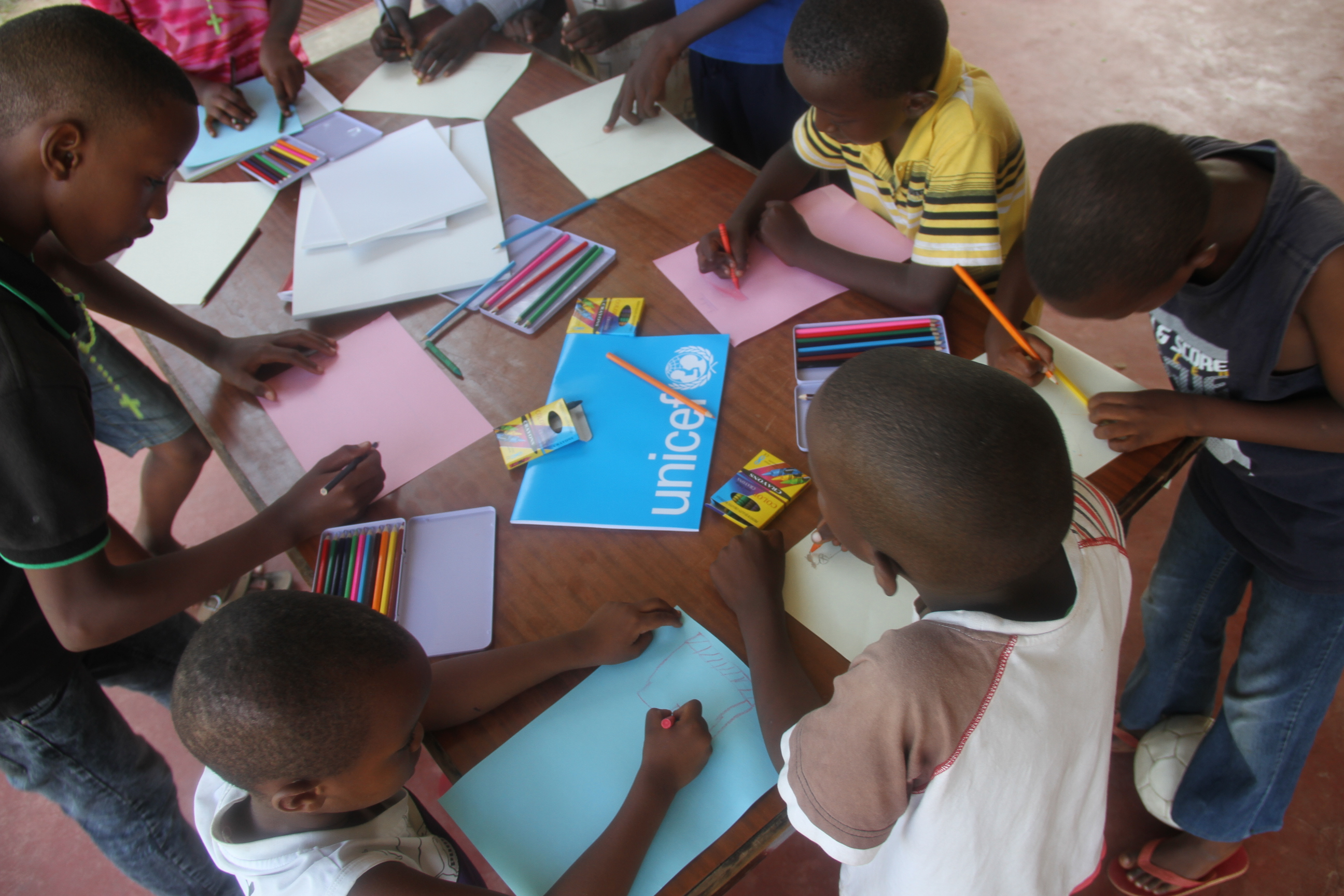 Children at a temporary shelter in Bujumbura use drawing to help them forget what they have gone through  Photo © UNICEF Burundi/Luthi