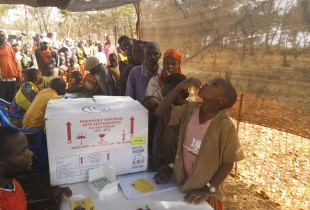 Refugees at the Nyarugusu Camp receive the Oral Cholera Vaccine.