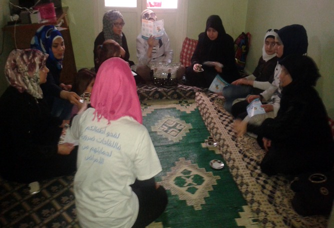 A volunteer with UNICEF holds in-house sessions with mothers in Aleppo and distributes informative flyers on protection from polio.