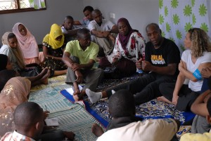 UNICEF Goodwill Ambassador Danny Glover speaks about HIV/AIDS and other issues with volunteer peer educators and other young people at a youth support centre in the Miembeni area on the island of Zanzibar.
