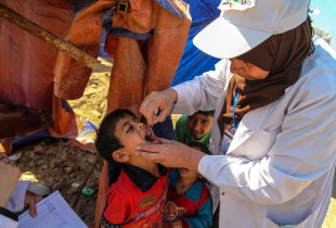 A young child getting a vaccine.